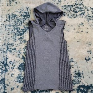 Nux sleevless hooded tank top. Size M. Grey.